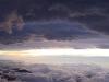 暗雲と朝の光